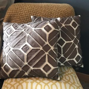Set of 2 patterned throw pillows